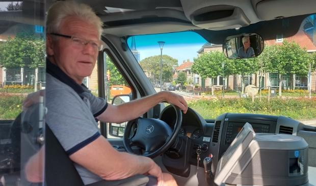 <p>Chauffeur Gerard de Boer begint aan zijn shift.</p>