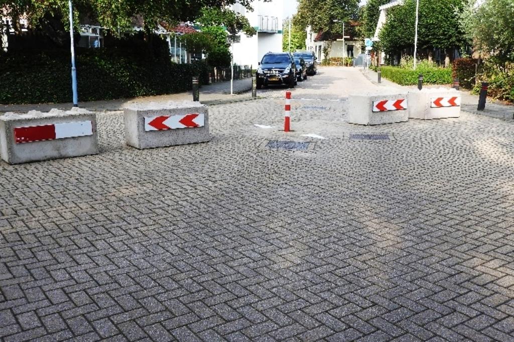 De Verlegde Overtoom geknipt in tweeën. (Foto: Aart Tóth) © rodi