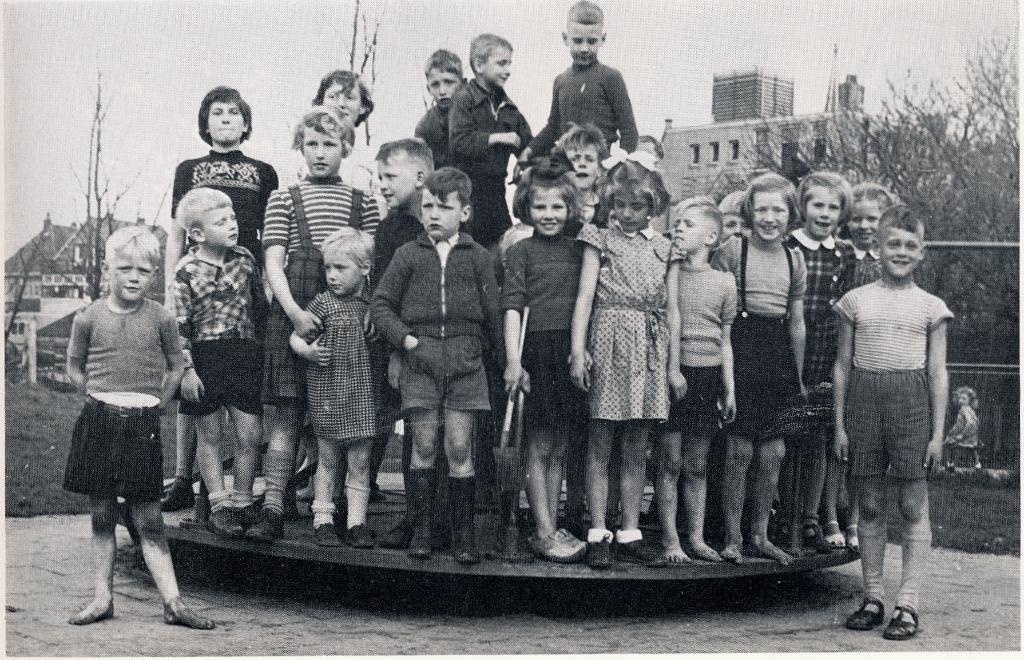 Kinderen gingen vroeger zelfs op kamp in de speeltuin. (Foto: Speeltuin Sloten) © rodi