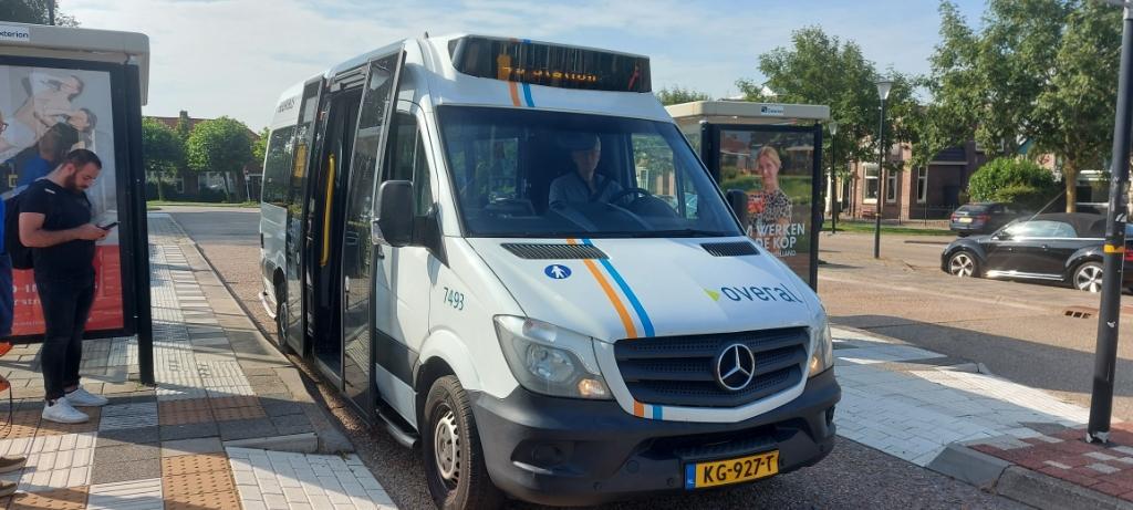 De Buurtbus 417 van Schagen naar Obdam is klaar voor vertrek ( Foto: Lenna van den Haak ) © rodi