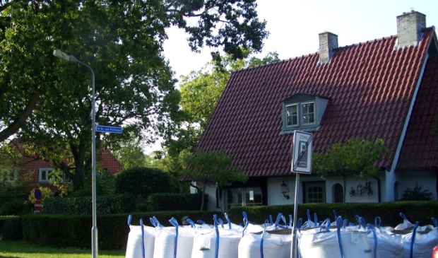 """<p pstyle=""""PLAT"""">Het huis met de zandzakken &nbsp;in Bergen</p>"""