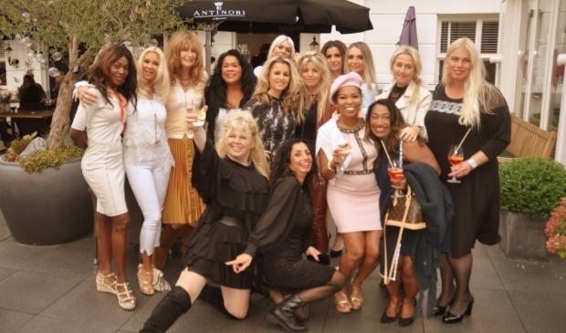 Krachtige Haagse Powervrouwen bijeen tijdens de Society borrel van Tony Tetro in Carlton Ambassador.