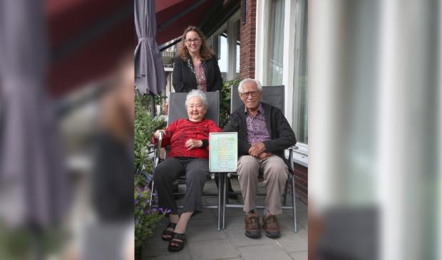 <p>Het echtpaar Willems-Martens is 60 jaar getrouwd en kreeg de burgemeester op visite om te feliciteren.</p>
