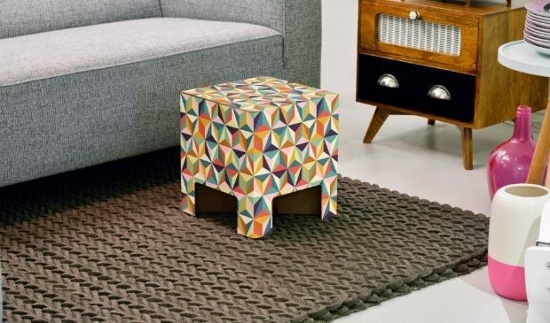 <p>Of je de Dutch Design Chair nu gebruikt als nachtkastje, bijzettafel of kruk, met de frisse prints is het in elke ruimte een blikvanger.</p>