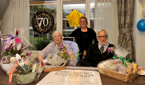 <p>Echtpaar Vermeer-Tensen is 70 jaar getrouwd.</p>