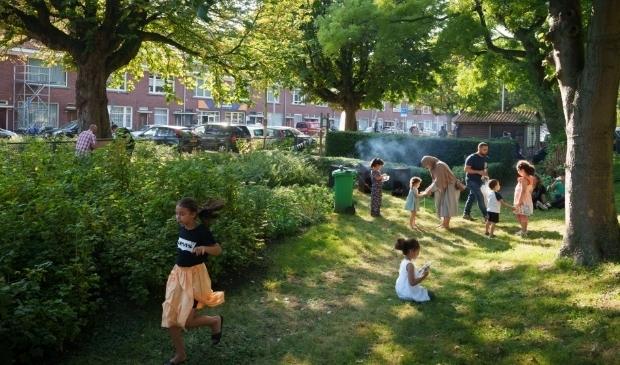 <p>Aan de Groenteweg is op de plek van de voormalige schooltuin een buurttuin ontstaan waarin bewoners elkaar kunnen ontmoeten.</p>