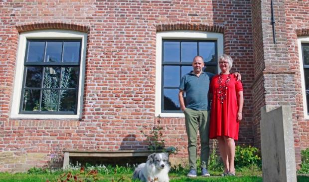 <p>Ren&eacute; Smit en Gerda Blom runnen Theaterkerk Hemels in Twisk.</p>