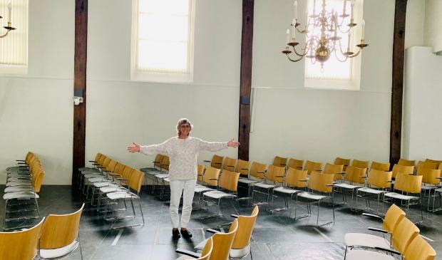 <p>Angelie Graumans van De Witte Duif in de Dorpskerk, de plek voor het muziektheater. Graumans: &quot;En hier komt dan het publiek te zitten.&quot;&nbsp;</p>