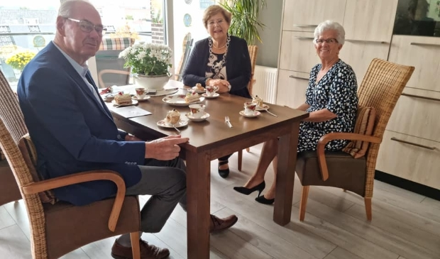 <p>Het echtpaar Zandvliet kreeg bezoek van de burgemeester vanwege het 60-jarig huwelijk.</p>