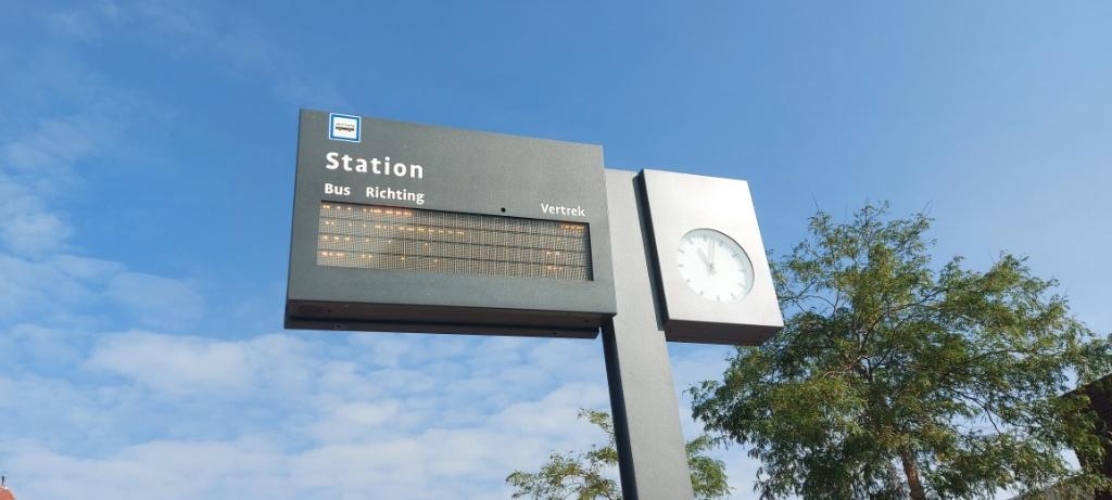 De bus vertrekt volgens schema. ( Foto: Lenna van den Haak ) © rodi
