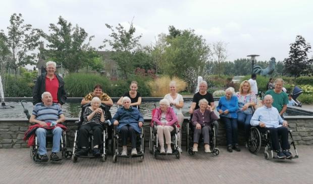 <p>De ouderen gaan op stap naar Hoenderdaell.</p>