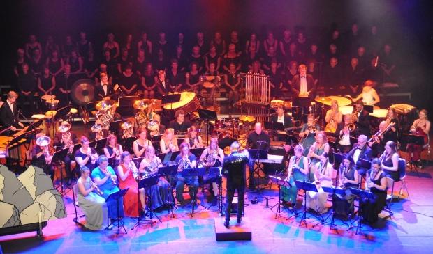 <p>Muziekvereniging Wieringerwaard in actie tijdens een jubileumconcert.</p>