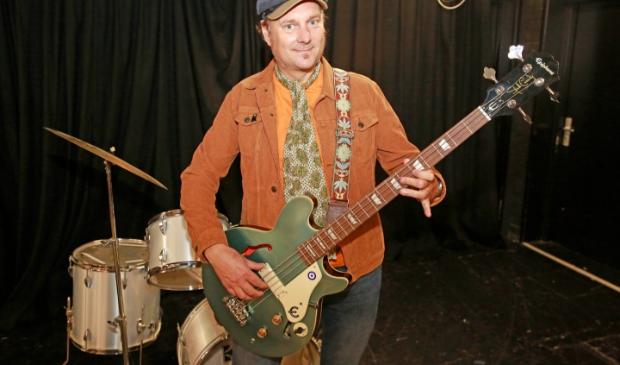 <p>Chris was bassist bij bands als The La La Lies en Boilersuit waarmee hij op diverse podia in Nederland heeft gestaan.</p>