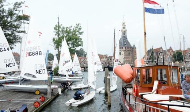 <p>Vertrek vanuit haven Hoorn.</p>