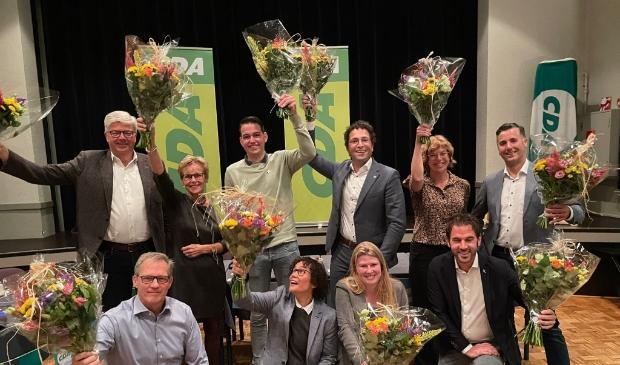 <p>De ALV van het CDA Alphen heeft de eerste 12 kandidaten voor de gemeenteraadsverkiezingen vastgesteld (er ontbreken twee kandidaten op de foto, red.). De overige 38 kandidaten worden in de loop van het jaar door het bestuur vastgesteld.</p>