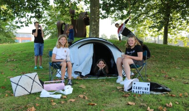 <p>Leerlingen uit de bkk 1 klas zijn al helemaal klaar voor de Pop Up camping.</p>