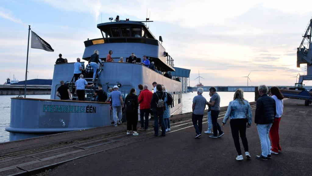 Even de boot af voor een uitspatje op de wal en weer terug! (Foto: Dirk Karten) © rodi
