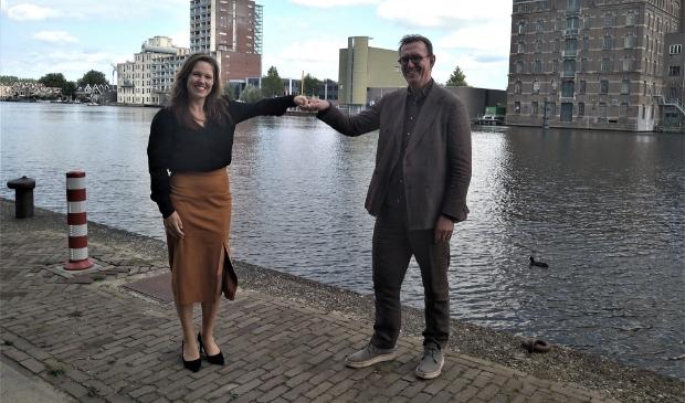 <p>Anneke Wijdogen-Vis (directeur Marketing Zaanstreek) en Ferdinand Vreugdenhil (bestuursvoorzitter IFIKZ) </p>