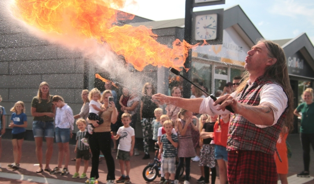 <p>Erik de Viking zet het publiek in vuur en vlam.</p>