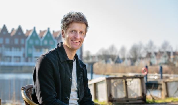 <p>Evert Smit, Dichter des Waterlands brengt een ode aan de bibliotheek. </p>