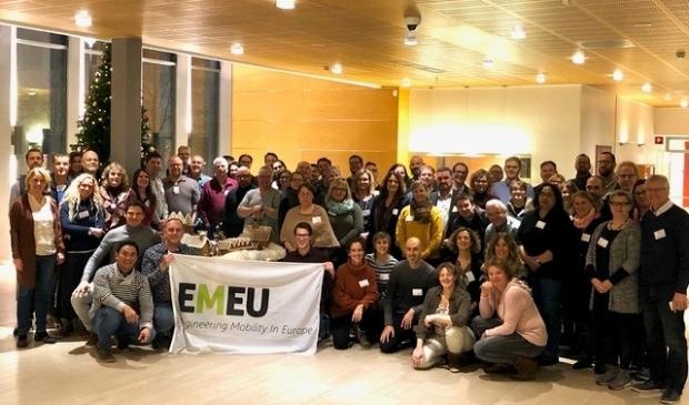 <p>Beeld van een (pre-corona) EMEU4all-bijeenkomst waar docenten van het Horizon College aan deelnamen, met helemaal rechts Frans van Schaik.&nbsp;</p>