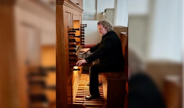 <p>Organist Aarnoud de Groen.</p>