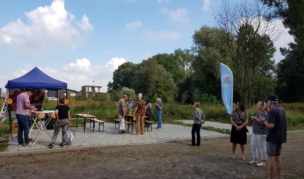 <p>Veel belangstelling bij de offici&euml;le opening van onze Educatieve tuin. (Foto: Walter van Krieken)</p>