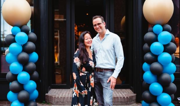 <p>Eigenaresse en gastvrouw Janny Man en haar man Sander zijn verheugd met de opening van hun resturant.</p>