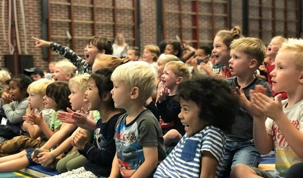 <p>Lachende smoeltjes bij het veertigjarig jubileum van basisschool &#39;t Baeken.</p>