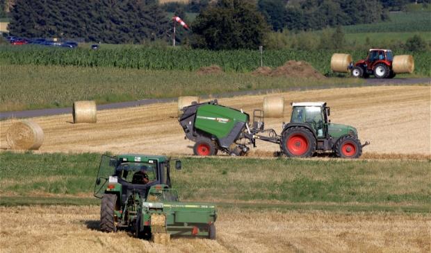 <p>Werkzaamheden worden steeds vaker uitbesteed aan dienstverlenende bedrijven in de landbouw.</p>