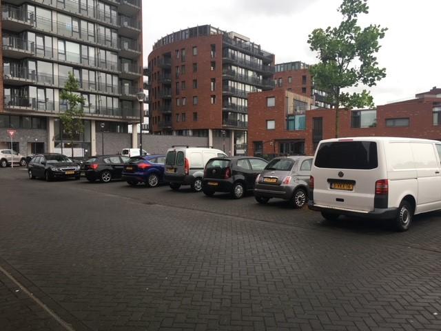 <p>Parkeerchaos op de Tjakkade <br />&lsquo;Het parkeerafvoerputje van Haarlem Noord&rsquo;</p>