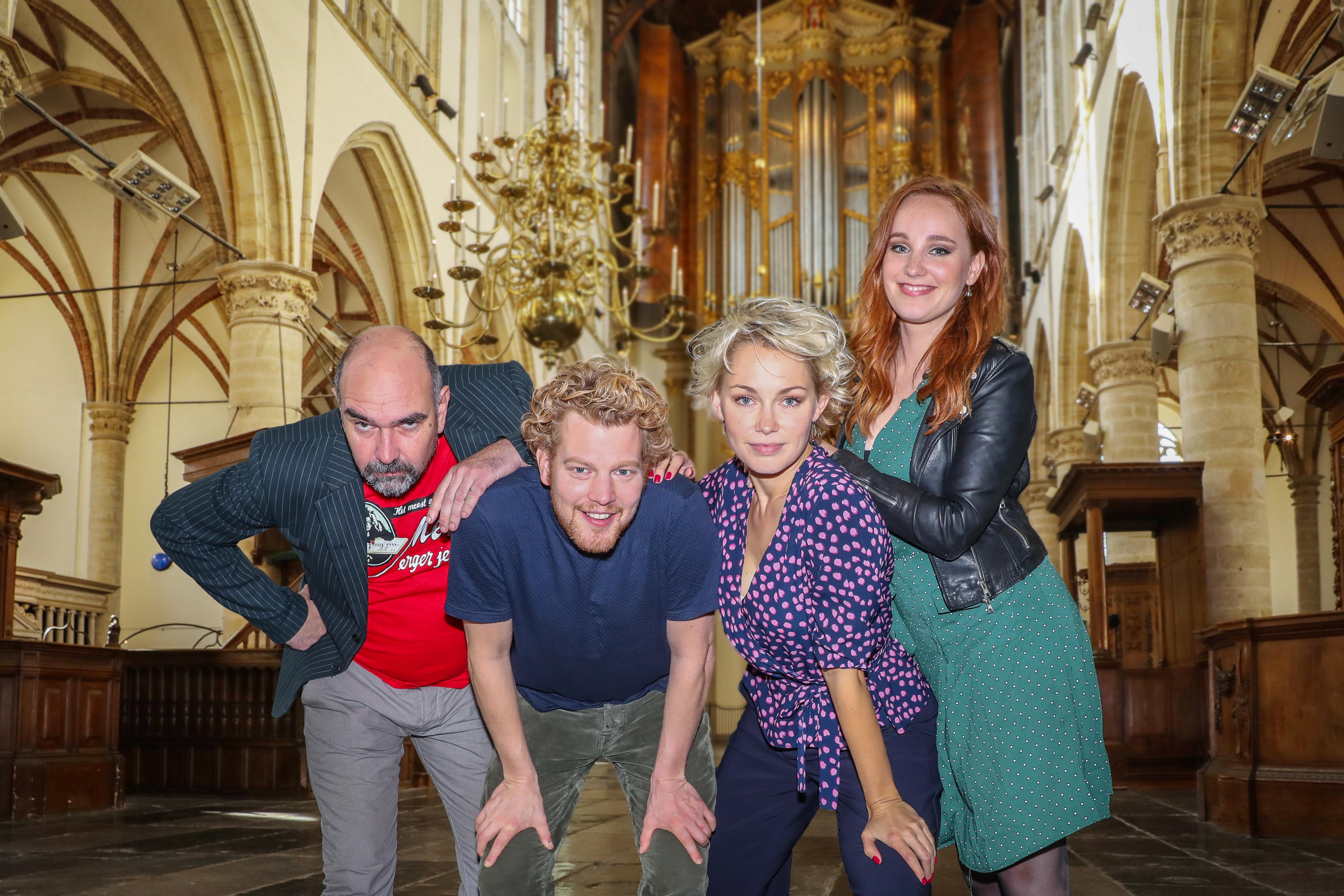 Cees Geel, Pepijn Schoneveld, Maartje van de Wetering en sopraan Laetitia Gerards vormen de cast van 'Het Mysterie van Alkmaar'. (Foto: Vincent de Vries/RM)