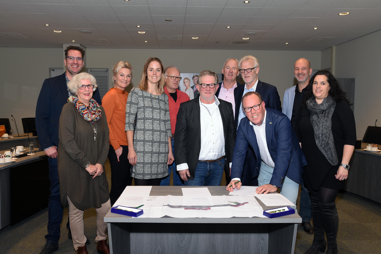 Vorige week werd met de partijen een handtekening gezet onder de overeenkomst. (Foto: stedebroec.nl) rodi.nl © rodi