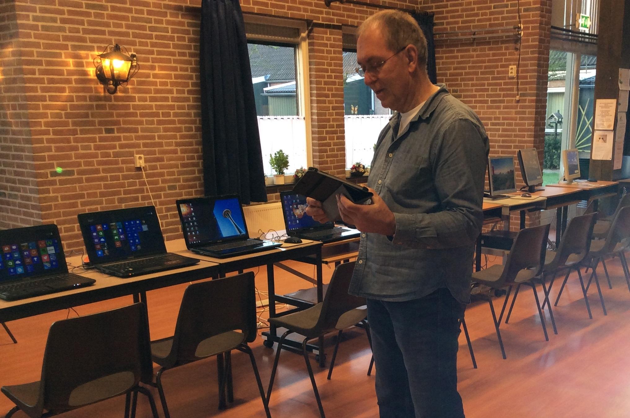 Gezamenlijk digitaal fit worden in de Molenwoid. (Foto: aangeleverd)
