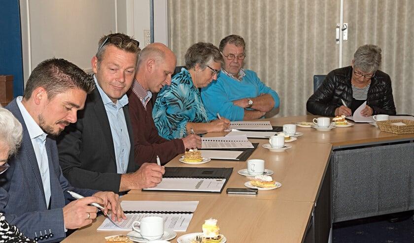 De ondertekening vond plaats in de raadzaal van het gemeentehuis in Rockanje (fotografie: Jos Uijtdehaage)