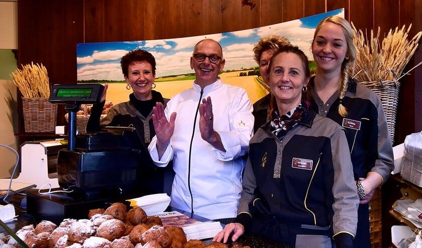 Grote vreugde bij het team van Bakkerij Voskamp. Foto's: René Bakker.