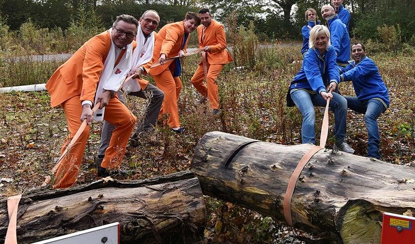 VVD en ONS trokken de boomstammen weg. Archieffoto René Bakker.