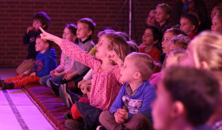 Kinderen genieten volop bij De Speelparasol. Foto: PR.