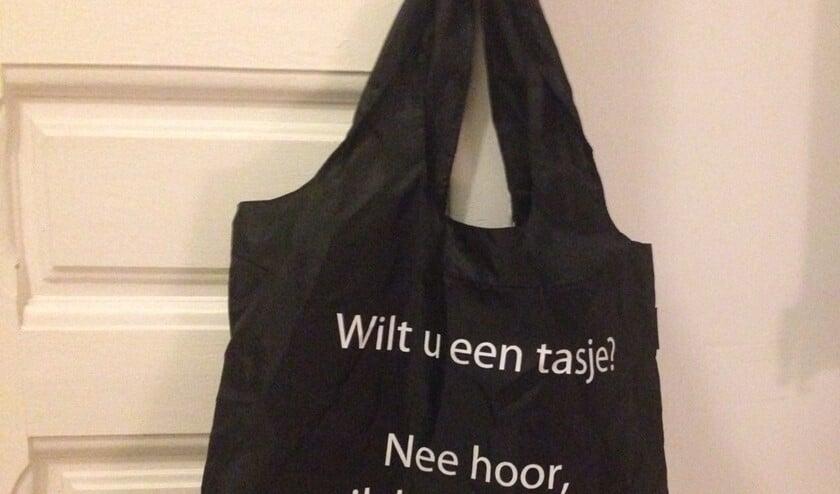 Neem bij het winkelen altijd een tas mee.
