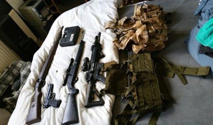 De gevonden wapens. Foto: Politie.