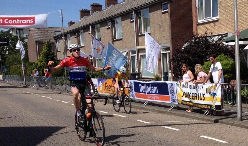 Daan van Sintmaartensdijk grijpt in de Ronde van Kwintsheul zijn tweede overwinning van het seizoen. Foto Dan Rolandus