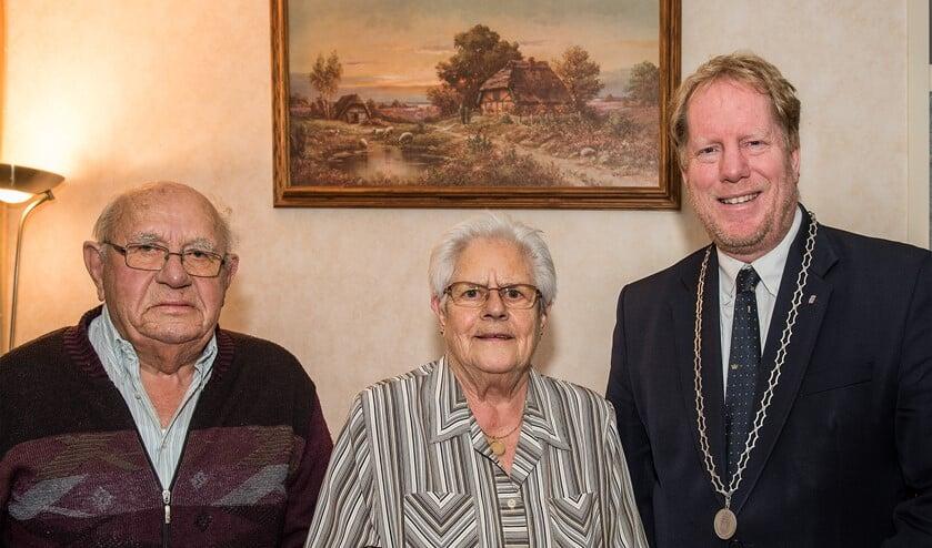 Op dinsdag 20 november was het echtpaar Kloos-Torreman uit Rockanje 60 jaar getrouwd (Foto: Jos Uijtdehaage.)