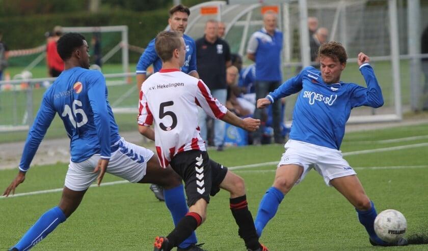 SC Botlek en Hekelingen zijn hier in actie tijdens het Spijkenisse toernooi van vorig jaar bij VV Hekelingen. Archieffoto: Peter de Jong