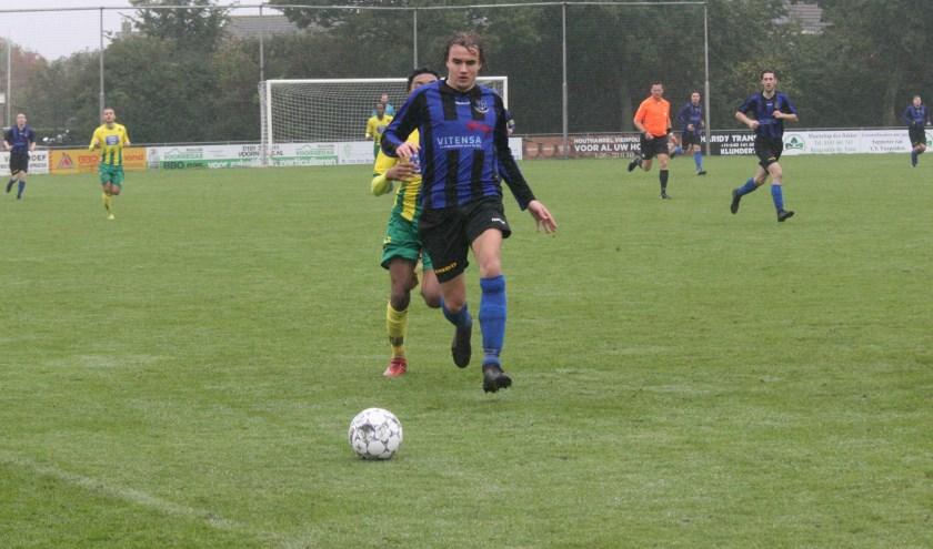 Vincent Bieling kwam niet tot scoren voor Vierpolders in het duel tegen Rijnmond Hoogvliet Sport. (Foto: Wil van Balen).