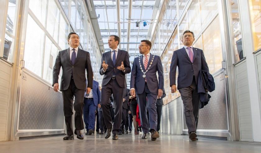 De premier van Kazachstan, Askar Mamin, bracht gisteren een bezoek aan het WHC.