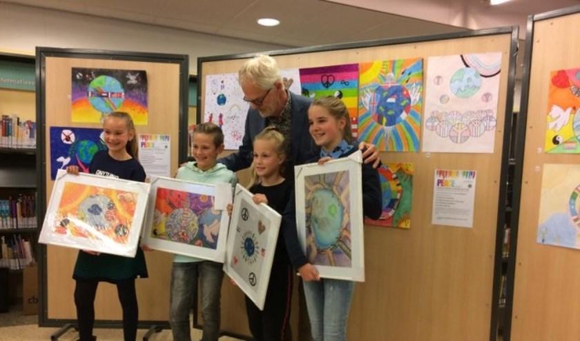 De Lions Vredesposter Wedstrijd zet kinderen wereldwijd aan het denken over vrede.