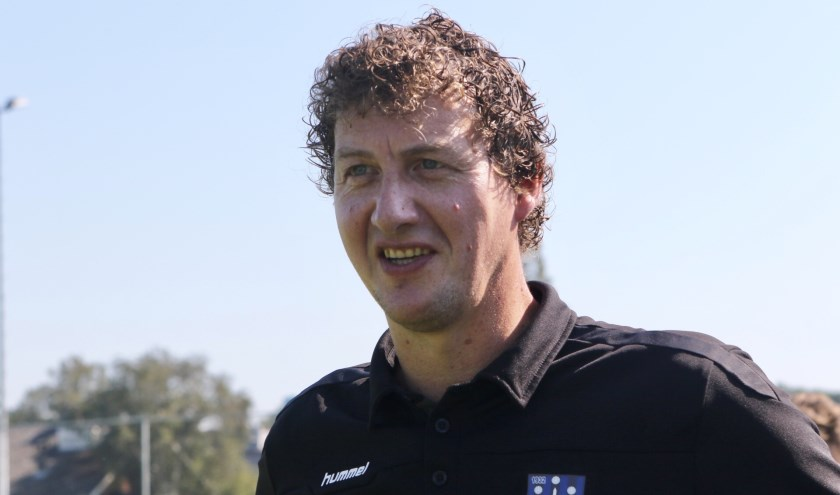 Trainer Paul Bestebreur van Vierpolders maakt zich zorgen over het competitieverloop. (Archieffoto: Wil van Balen).