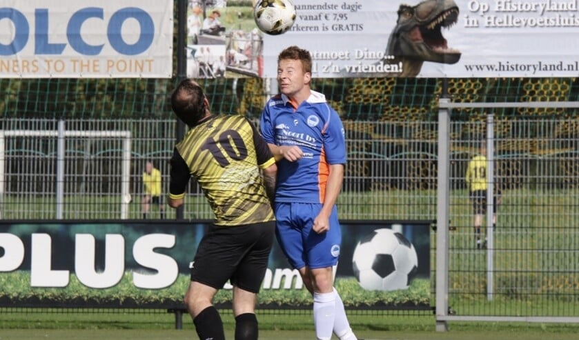 Zuidland wist zaterdag in het duel met FC Vlotbrug te winnen. De wind was een grote factor in het duel. Fotografie: Theo van Kralingen
