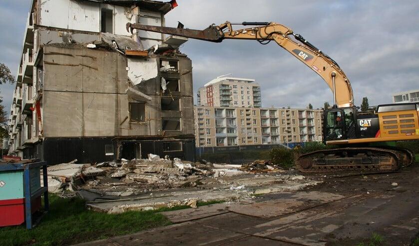De eerste woningen zijn gesloopt. Foto: Maasdelta.