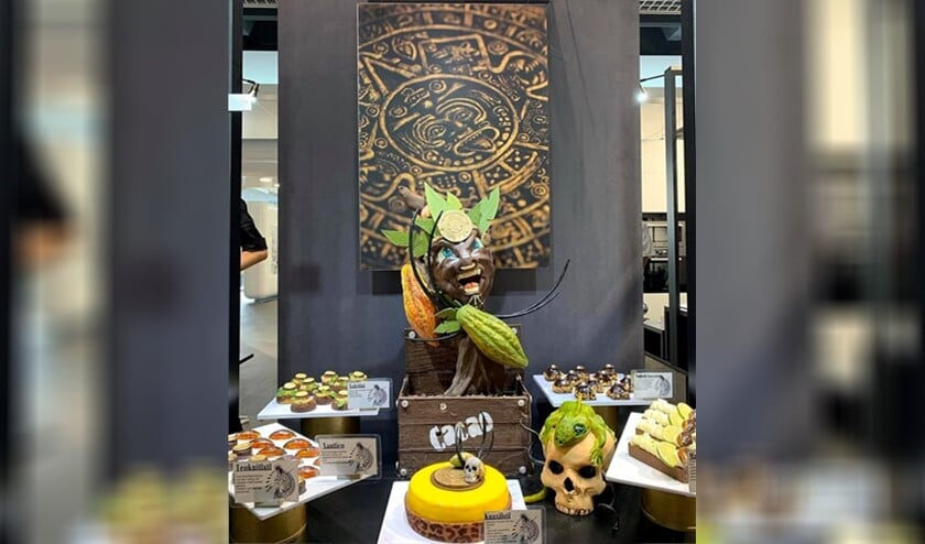 Het chocolade showstuk waarmee Natalie brons gewonnen heeft op de wedstrijd van de Gouden Gard staat nu in de winkel